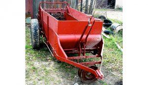 manure spreader farm