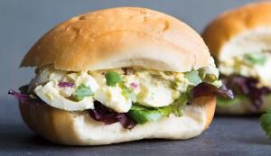 avocado egg salad sandwhich