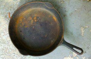 cast iron skillet rust restore
