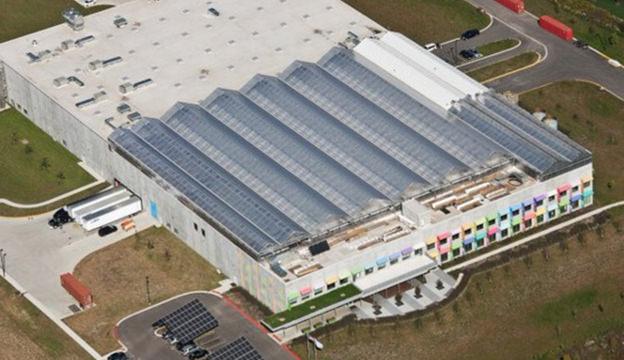 world's largest rooftop farm: Gotham Greens