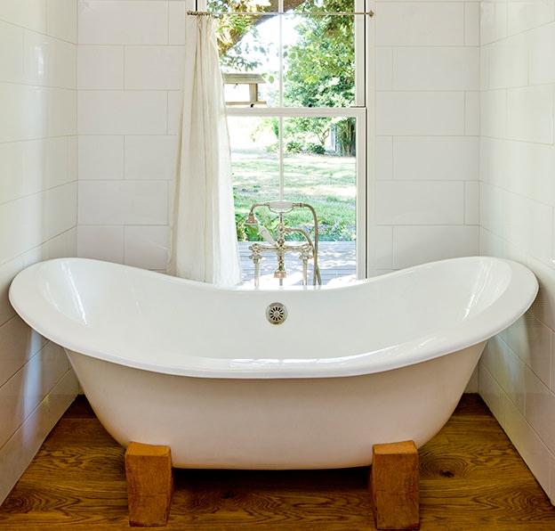 tiny house, bathtub