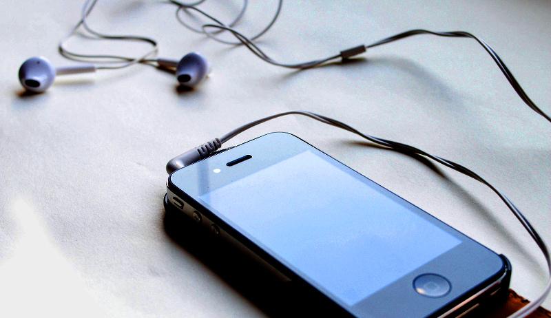 podcasts smartphone headphones earphones