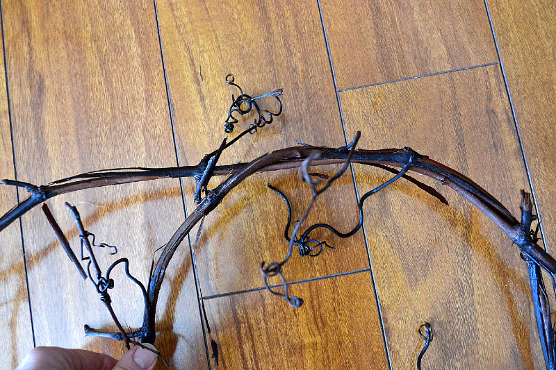 form grapevine into a hoop