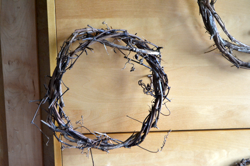 hang grapevine wreath to dry